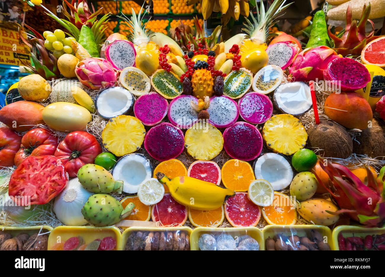 Bunte Früchte. Vegueta Markt, Vegueta Nachbarschaft, Las Palmas, Gran Canaria, Kanarische Inseln, Spanien, Europa. Stockbild