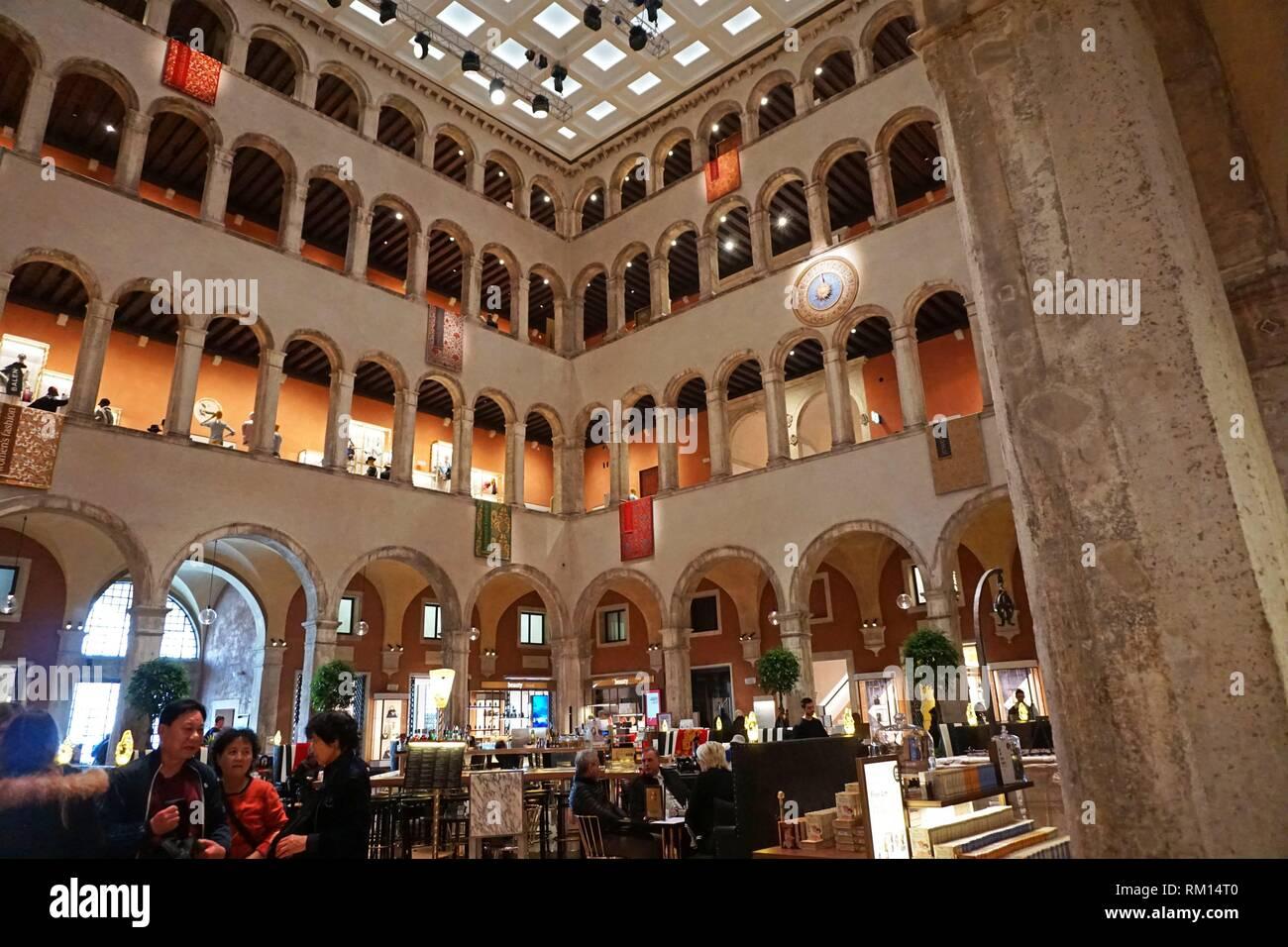 T Fondaco dei Tedeschi Department Store. Sestiere di San Marco. Venedig, Venetien, Italien, Europa. Stockfoto