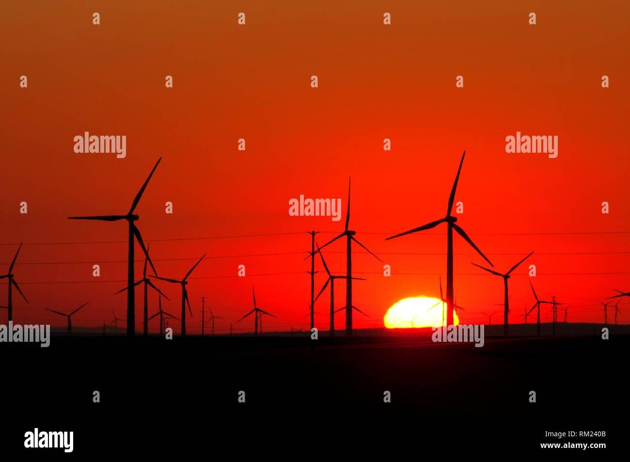 Windenergieanlage sunrise, Sherman County, Oregon. Stockbild