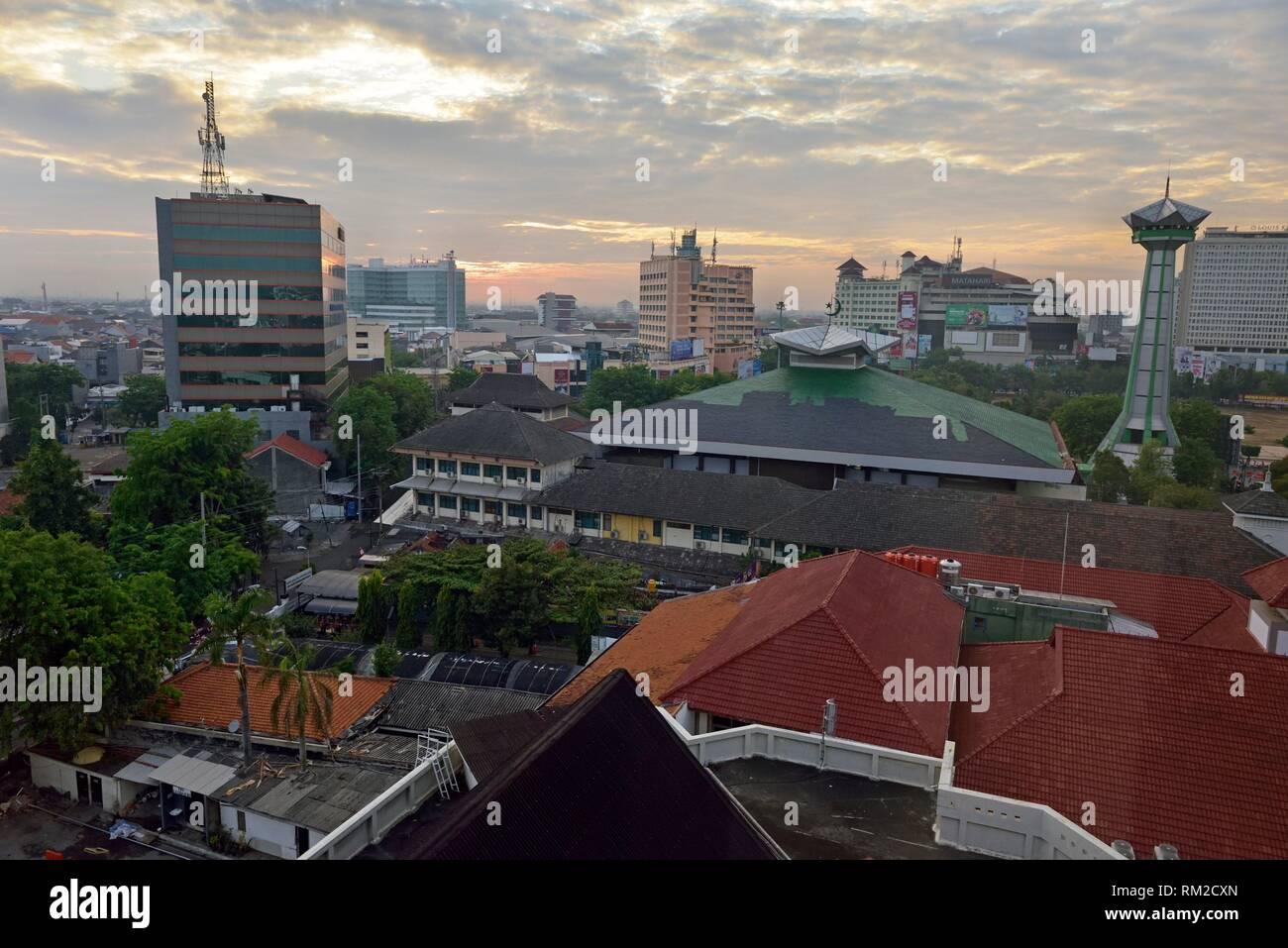 Übersicht von Semarang aus dem Hotel Santika Premiere, Insel Java, Indonesien, Südostasien. Stockbild