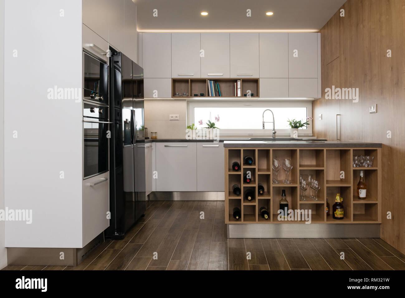 Innenraum Der Modernen Kuche Mit Einbaugeraten Stockfoto Bild