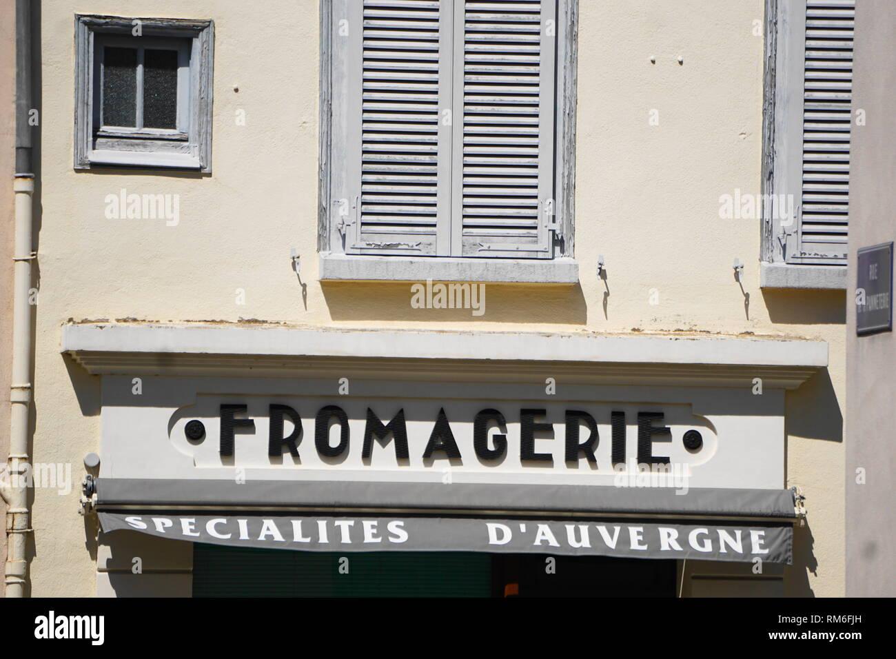 Fromagerie und regionalen Spezialitäten, Ambert, Auvergne, Frankreich Stockbild