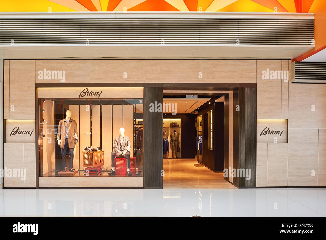Hongkong - Januar 26, 2016: Brioni Store an der Elemente Shopping Mall. Brioni ist eine italienische Herrenmode couture Haus durch die französische Holdinggesellschaft im Besitz Stockbild