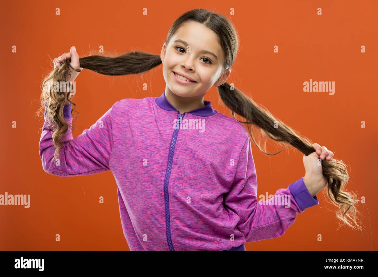 Kleines Kind Lange Haare Bezaubernde Schonheit Madchen Aktiv Kid