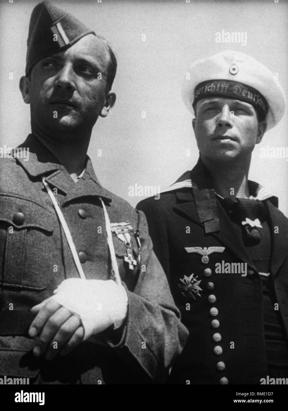 Homecoming Soldaten der Legion Condor, die im Spanischen Bürgerkrieg eingesetzt wurden. Auf der linken Seite Ein verwundeter Soldat der Armee, auf der rechten ein Seemann, der Deutschen cruiser 'Deutschland'. Stockbild