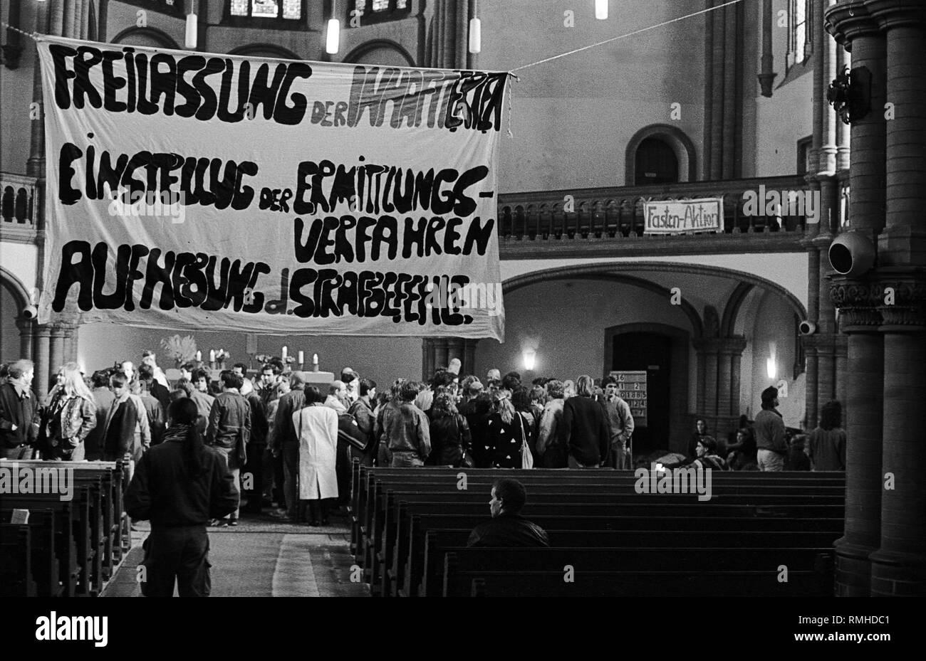 Deutschland Berlin 8 Oktober 1989 Versammlung Der Burgerinnen Und Burger In Der Gethsemanekirche Am Morgen Nach