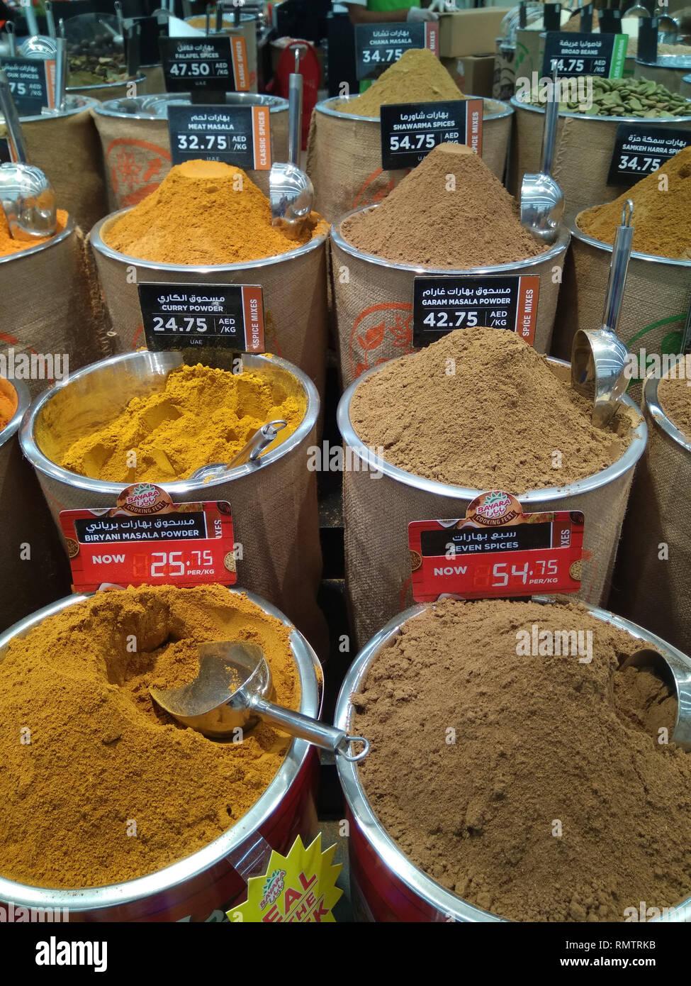 Dubai-Spices Pulver Eimer in Al Barsha Mall 3 Stockbild