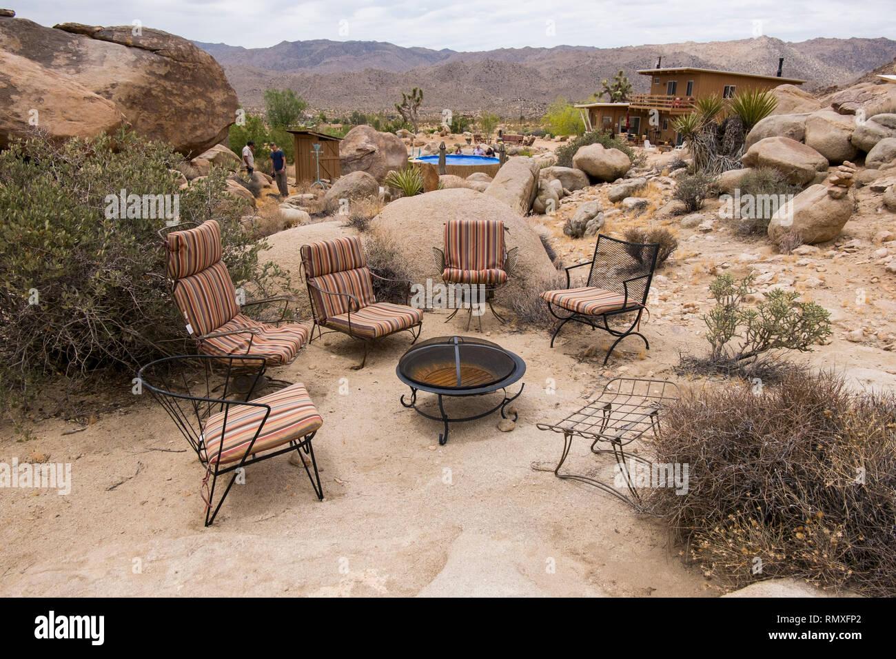 Outdoor Sitzecke Und Feuerstelle In Twentynine Palms Kalifornien Stockfotografie Alamy
