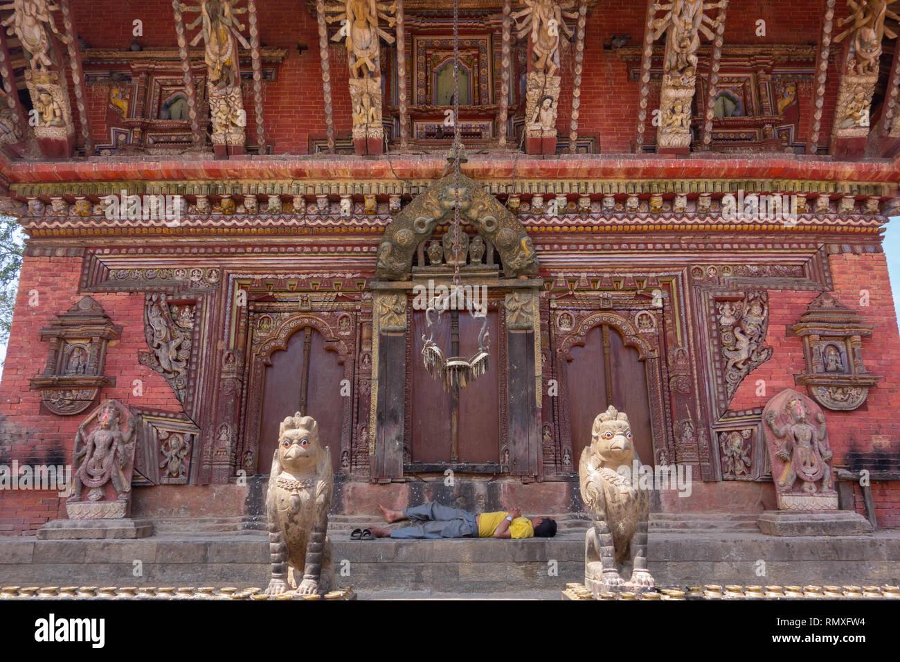Ein nepalesischer Mann datiert