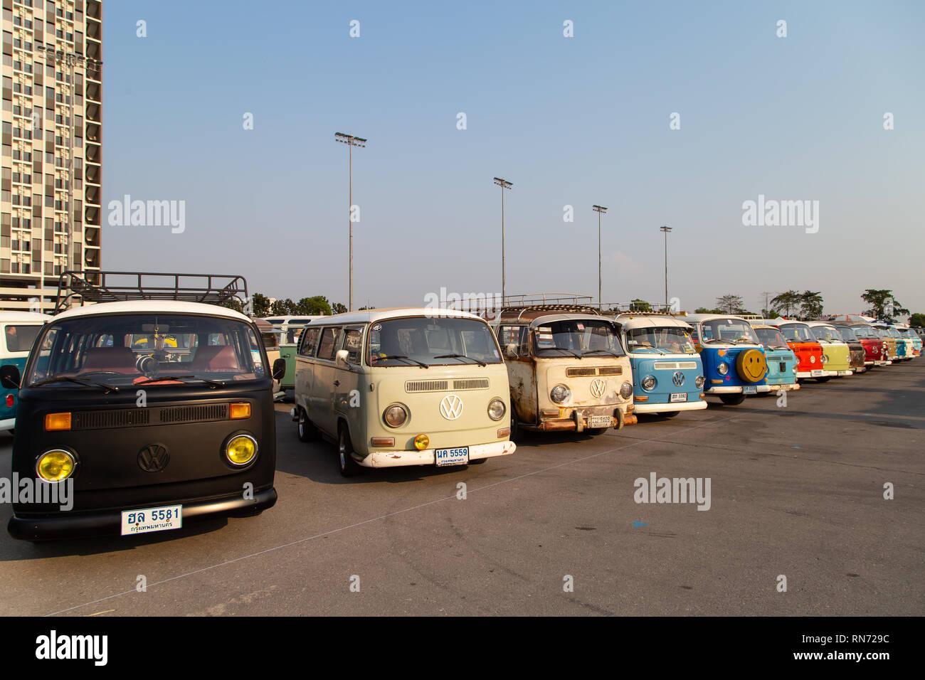 Retro Kühlschrank Vw Bus : Vw bulli kühlschrank bulliholiday vw bulli mieten kuno