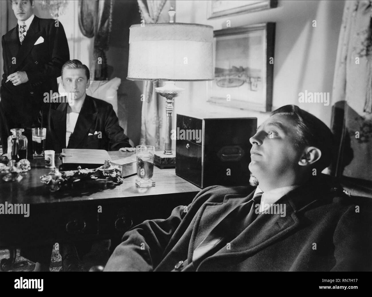 PAUL VALENTINE, Kirk Douglas, Robert Mitchum, AUS DER VERGANGENHEIT heraus, 1947 Stockbild
