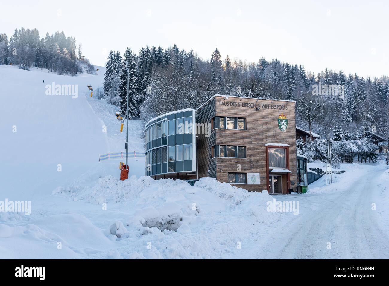 Haus des steirischen Wintersports - Hauser Kaibling - Österreichs Top Skigebiete, Schladminger miteinander 4 Berge, Haus im Ennstal, Ski amade Stockbild