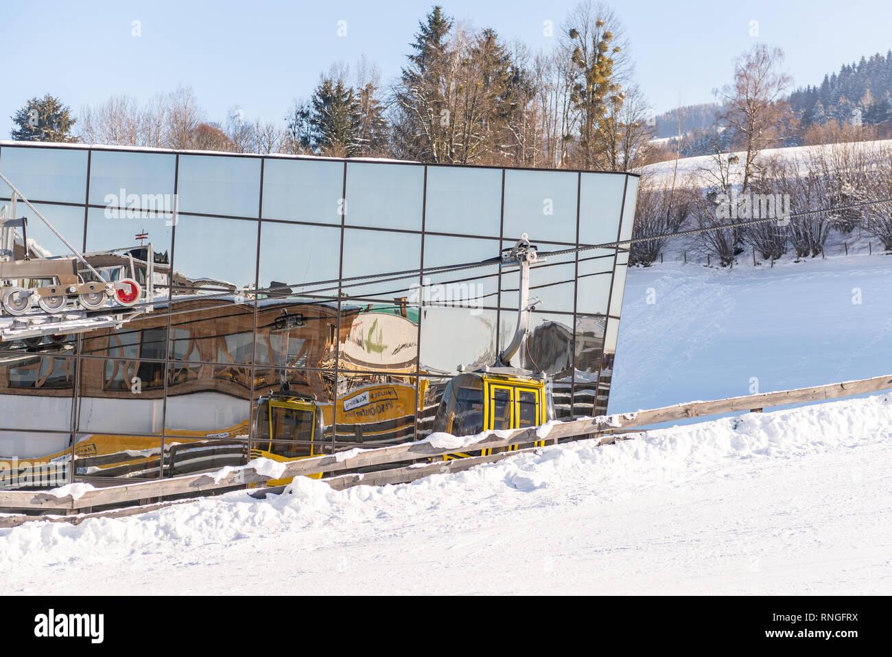 Skigebiet Hauser Kaibling in Österreich Top Skigebiete: 44 Lifte, 123 km Pisten, Parkplatz, Schladminger 4-Berge miteinander verbunden Stockbild