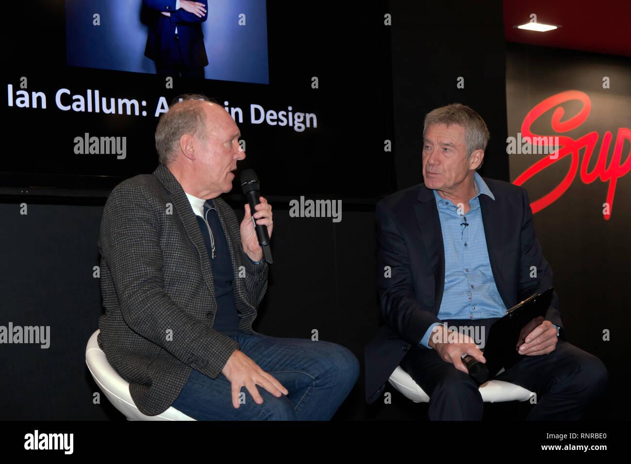 Ian Callum bespricht seine illustren design Karriere mit guest Host, Tiff Needell, am Supagard Theater, während der 2019 London Classic Car Show Stockbild