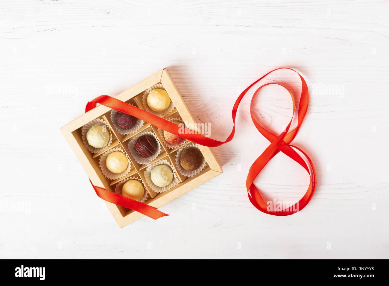 Ein Geschenk Set von verschiedenen Süßigkeiten in einem ...