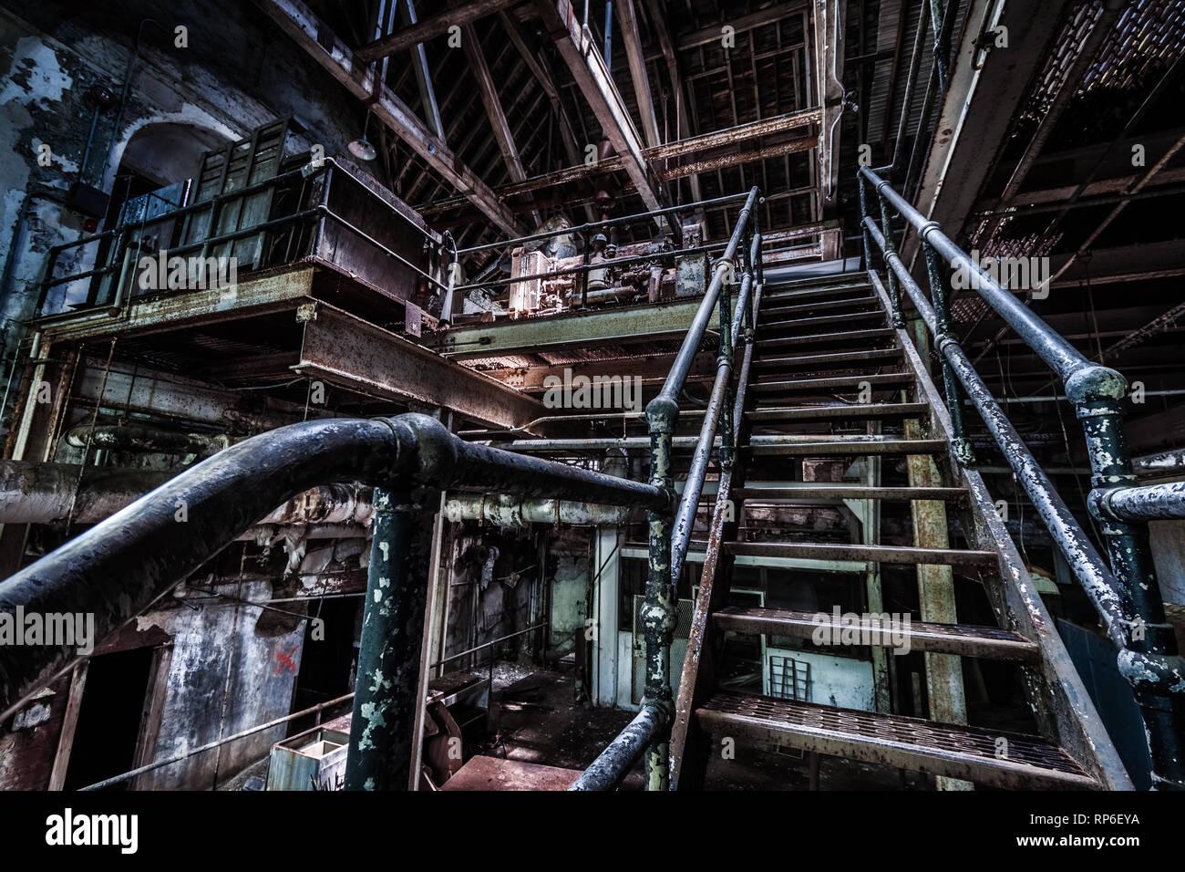 Keller eines verlassenen psychiatrischen Krankenhaus Stockbild