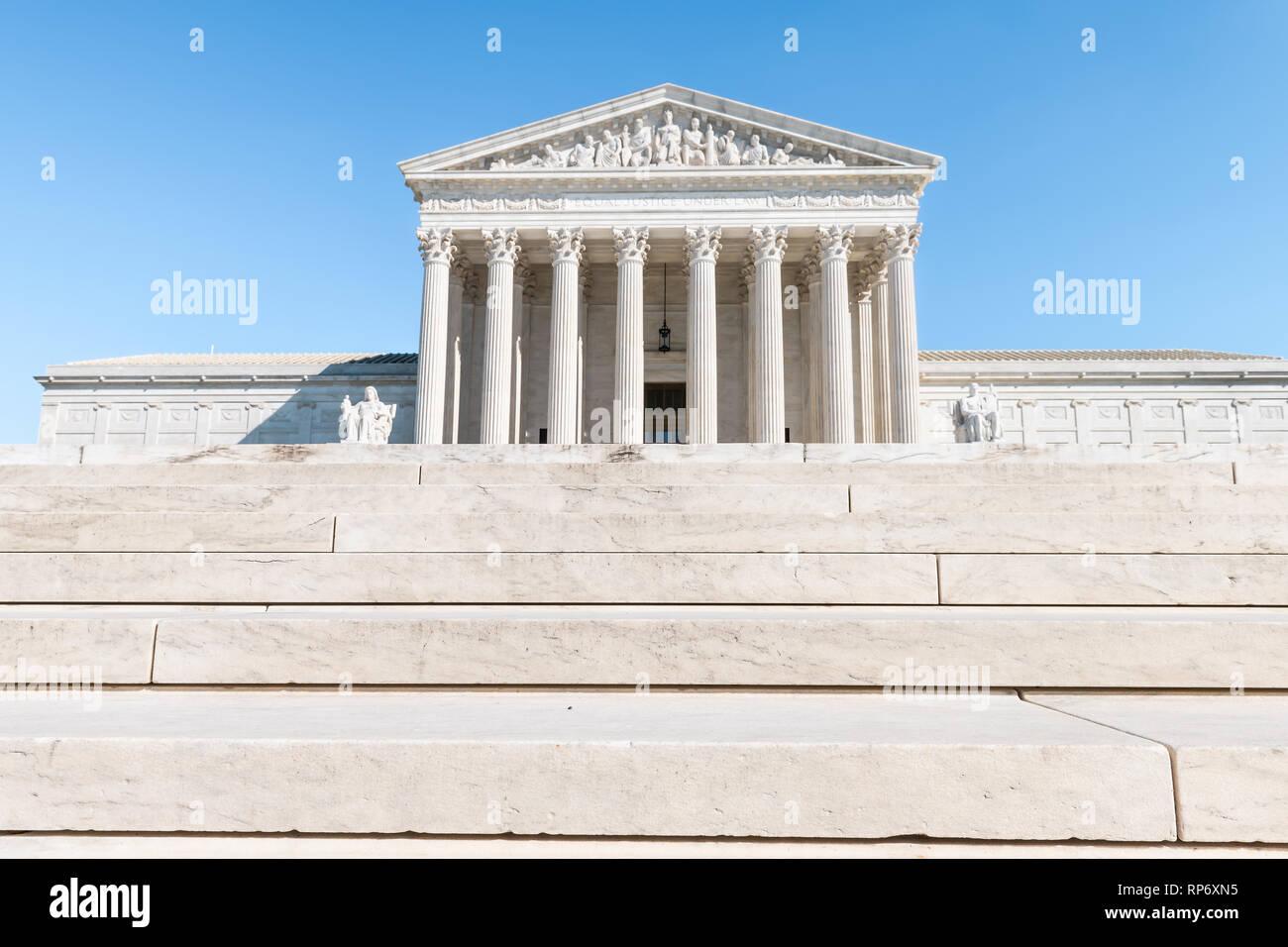 Washington DC, USA Schritte Treppe der Oberste Gerichtshof Marmor Gebäude Architektur auf dem Capitol Hill mit Säulen Säulen Stockbild