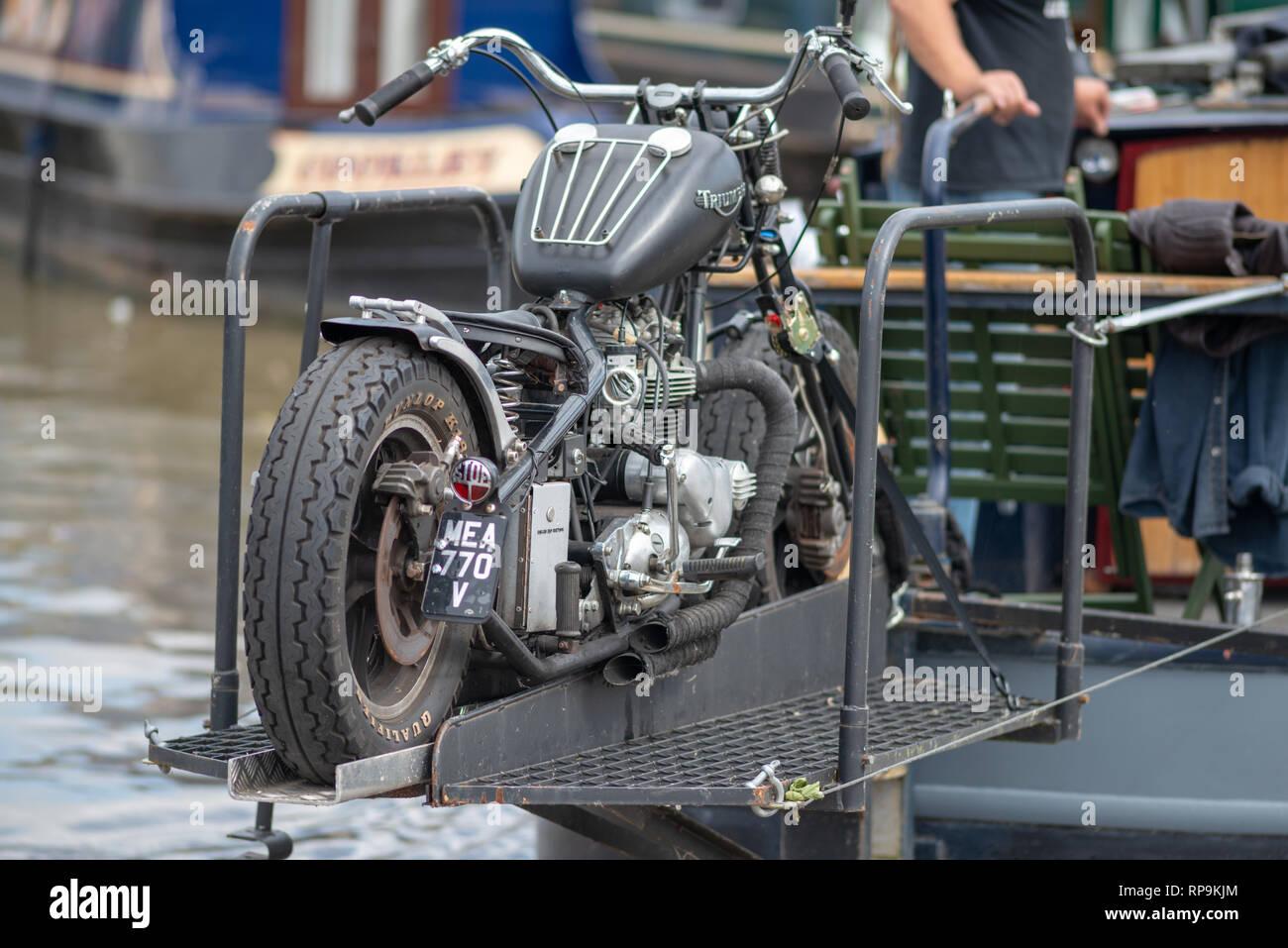 Motorrad-Reifen datiert