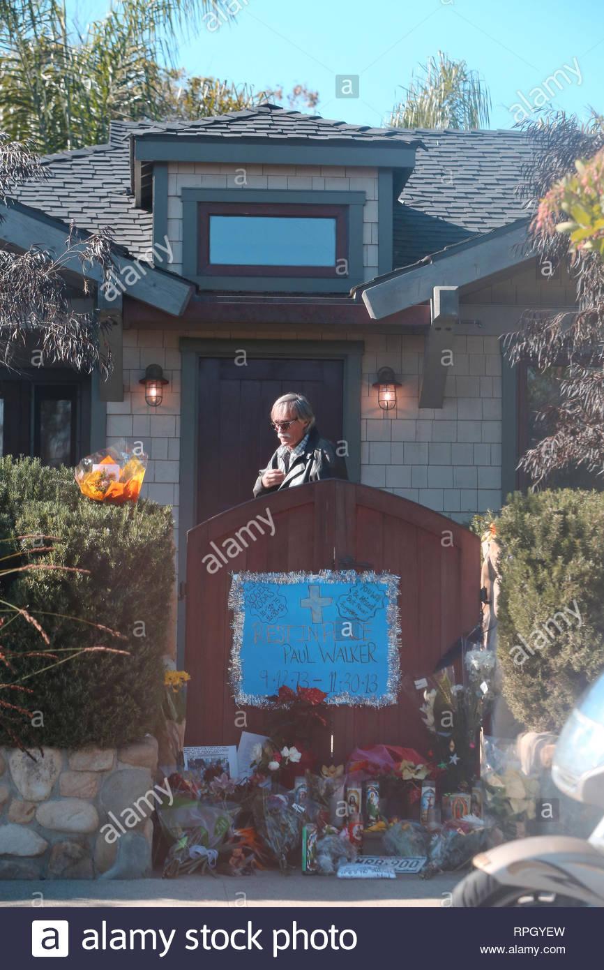 Santa Barbara Ca Trauernde Und Fans Weiter Zu Sammeln Hommage An