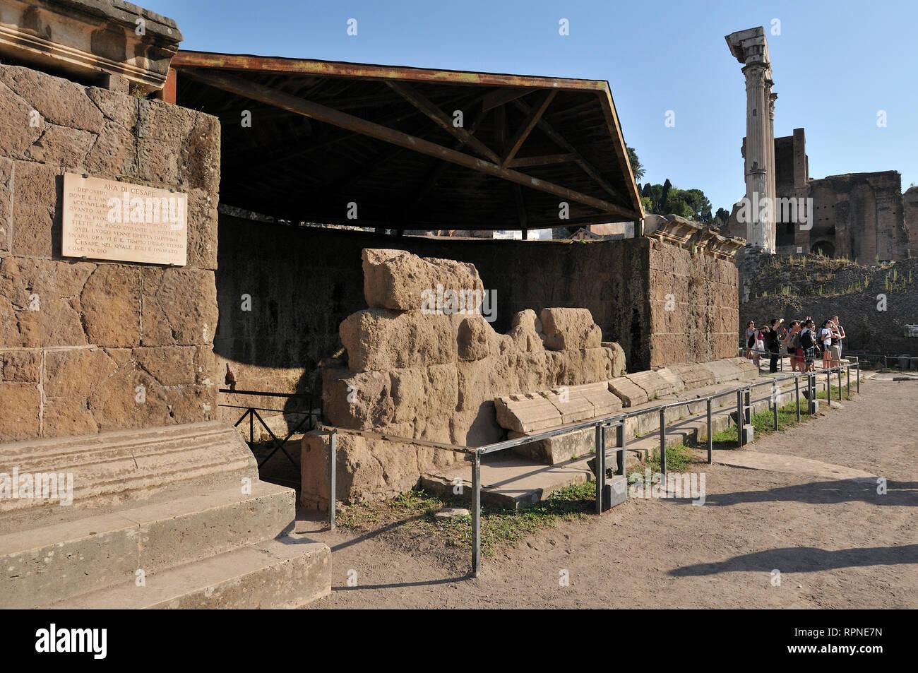 Forum Romanum Foro Romano Der Tempel Von Julius Caesar Ara Di Cesare