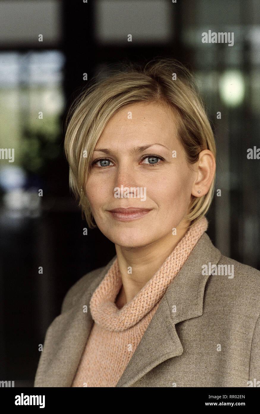SOKO 5113/Besessen Deutschland 2000/Zbynek Cerven Bild: Soko-Ermittlerin Susanne von Hagenberg (Christine Döring) wird von einem anonymen Verehrer belästigt. V/Überschrift: SOKO 5113/Deutschland 2000 Stockbild