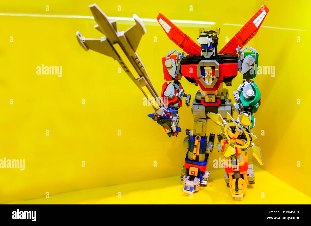 Voltron Action Figur aus Lego Steinen Stockbild