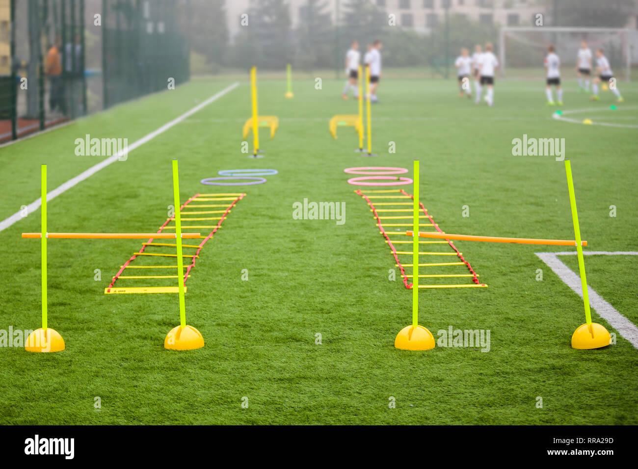 Fussball Feld Mit Trainingsgeraten Und Zaun Im Hintergrund