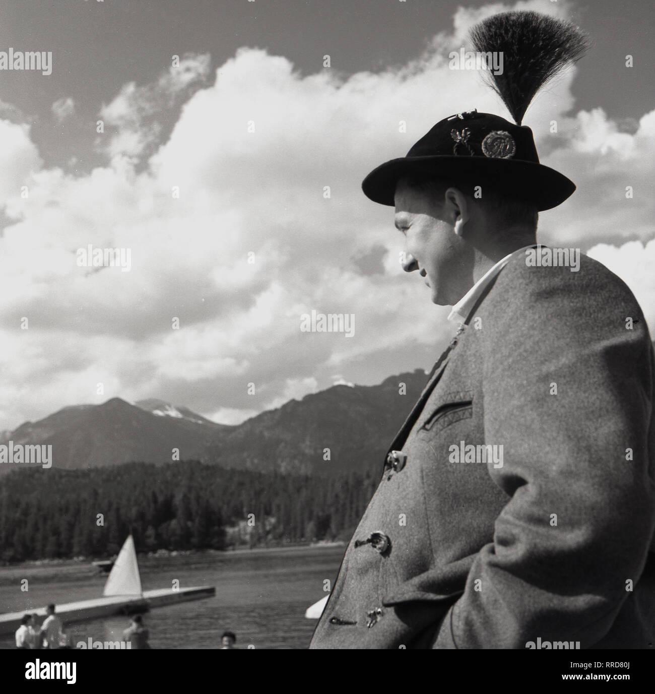 Hut Mit Feder Stockfotos & Hut Mit Feder Bilder Alamy