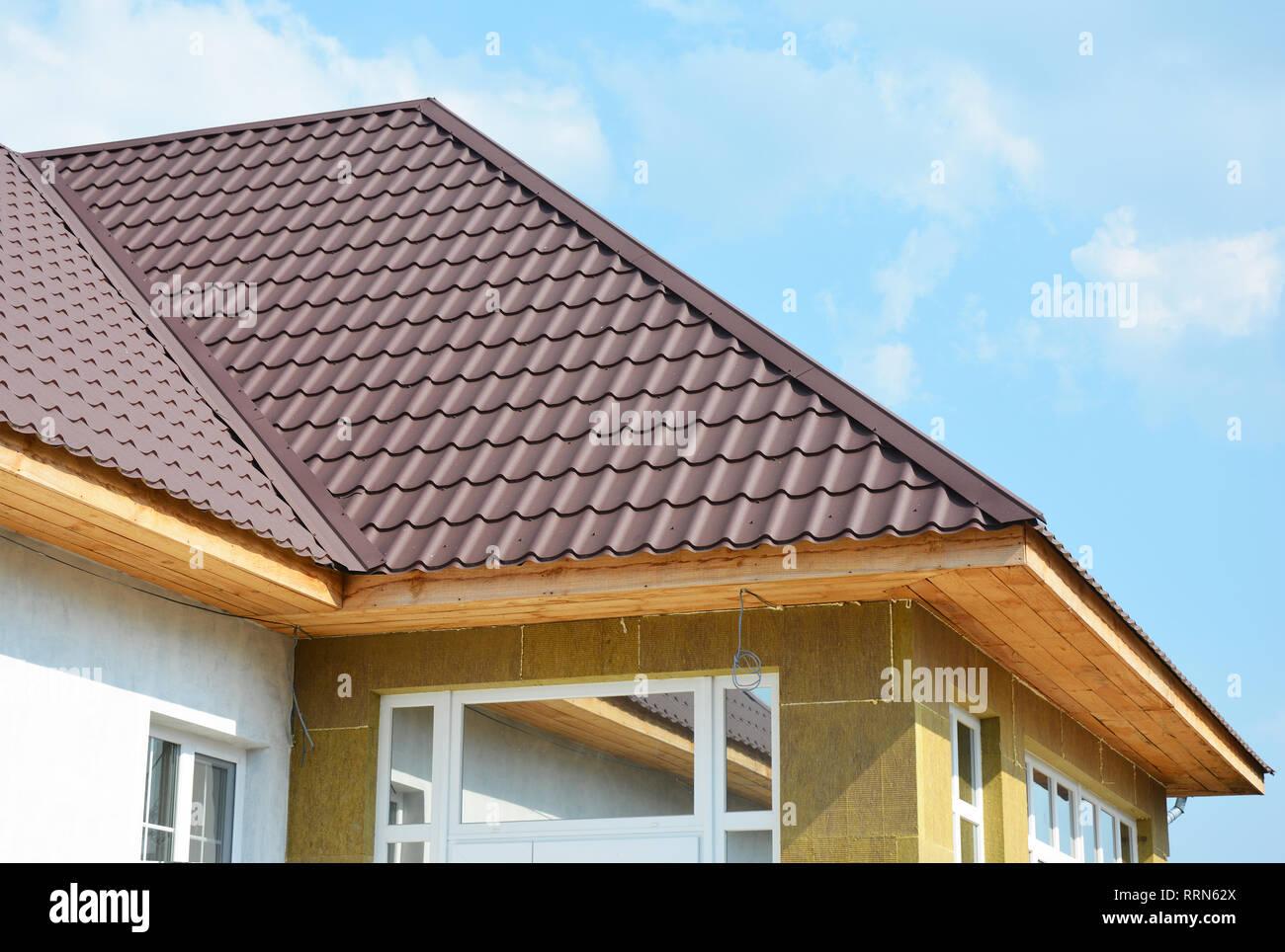 Dach- und Steinwolle wand Isolierung detail. Gebäude Isolierung außen an Gebäuden für Komfort und Energieeffizienz hinzugefügt. Laibung und Fas Stockbild