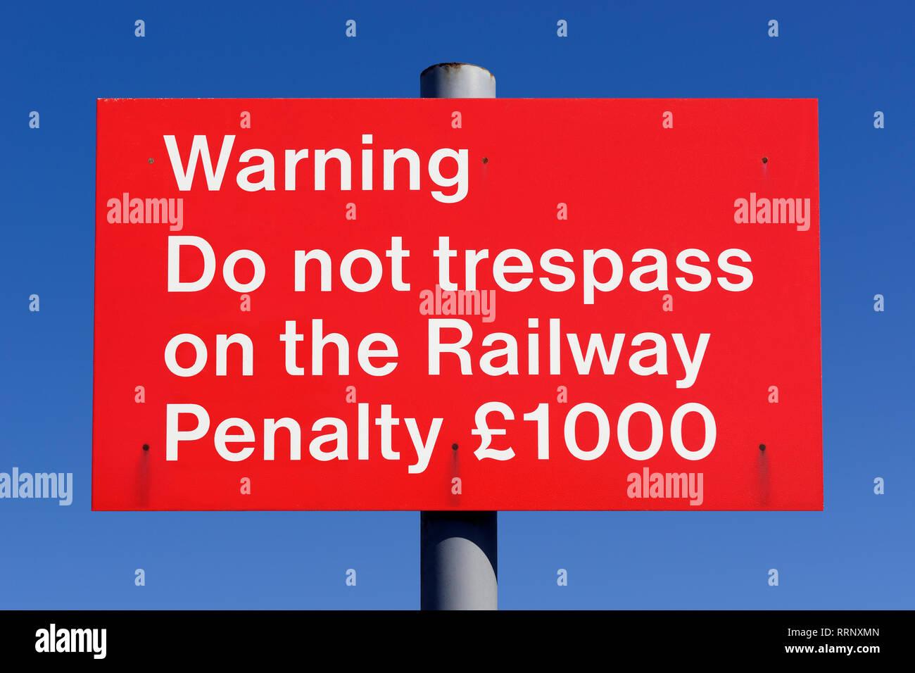 Nicht Schuld an der Bahnstrecke Zeichen, Großbritannien Stockbild