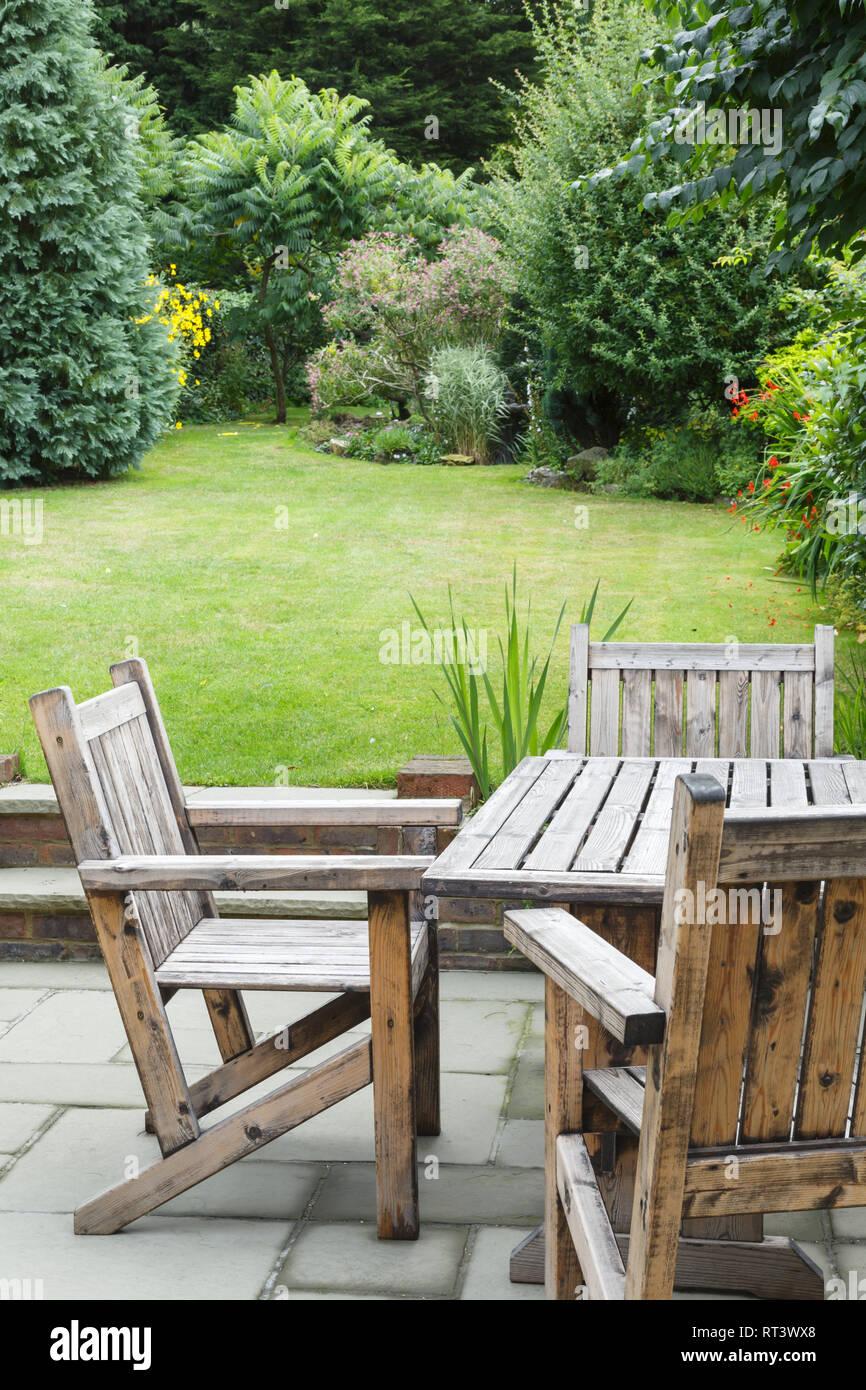 Holz Garten Mobel Tisch Und Stuhle Auf Der Terrasse Stockfoto Bild