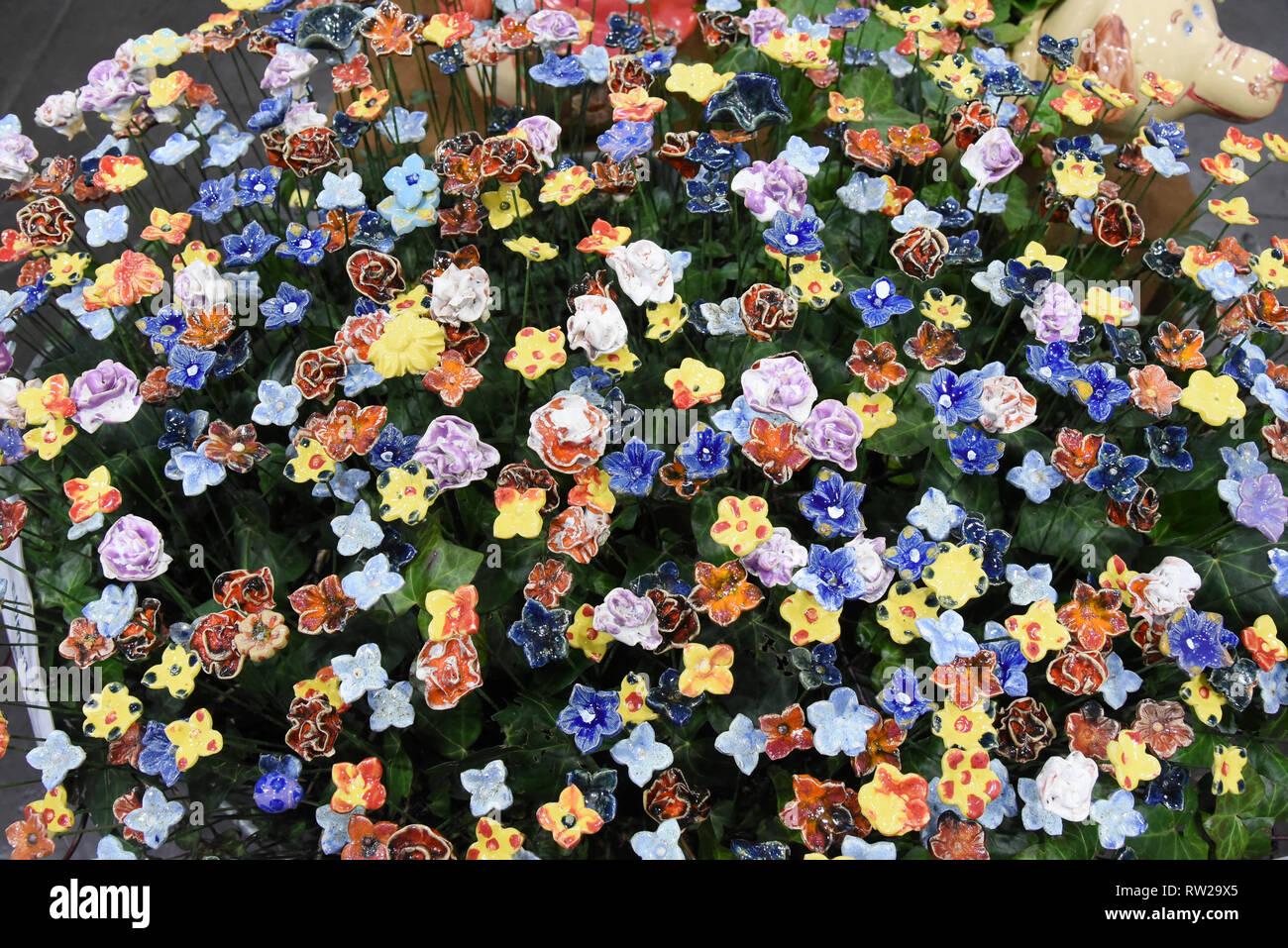 Keramik Blumen Stockfotos Keramik Blumen Bilder Alamy