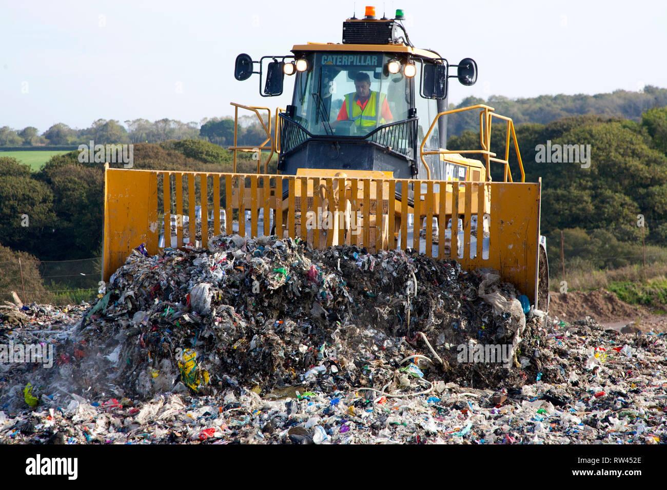 Abfall, Müll, Recycling, Abfall, Werk, Sammlung, Grün, bin, Holz, Metall, Kunststoff, Karton, Deponie, dump, Abfall, Management, Materialien, Papier, Stockbild