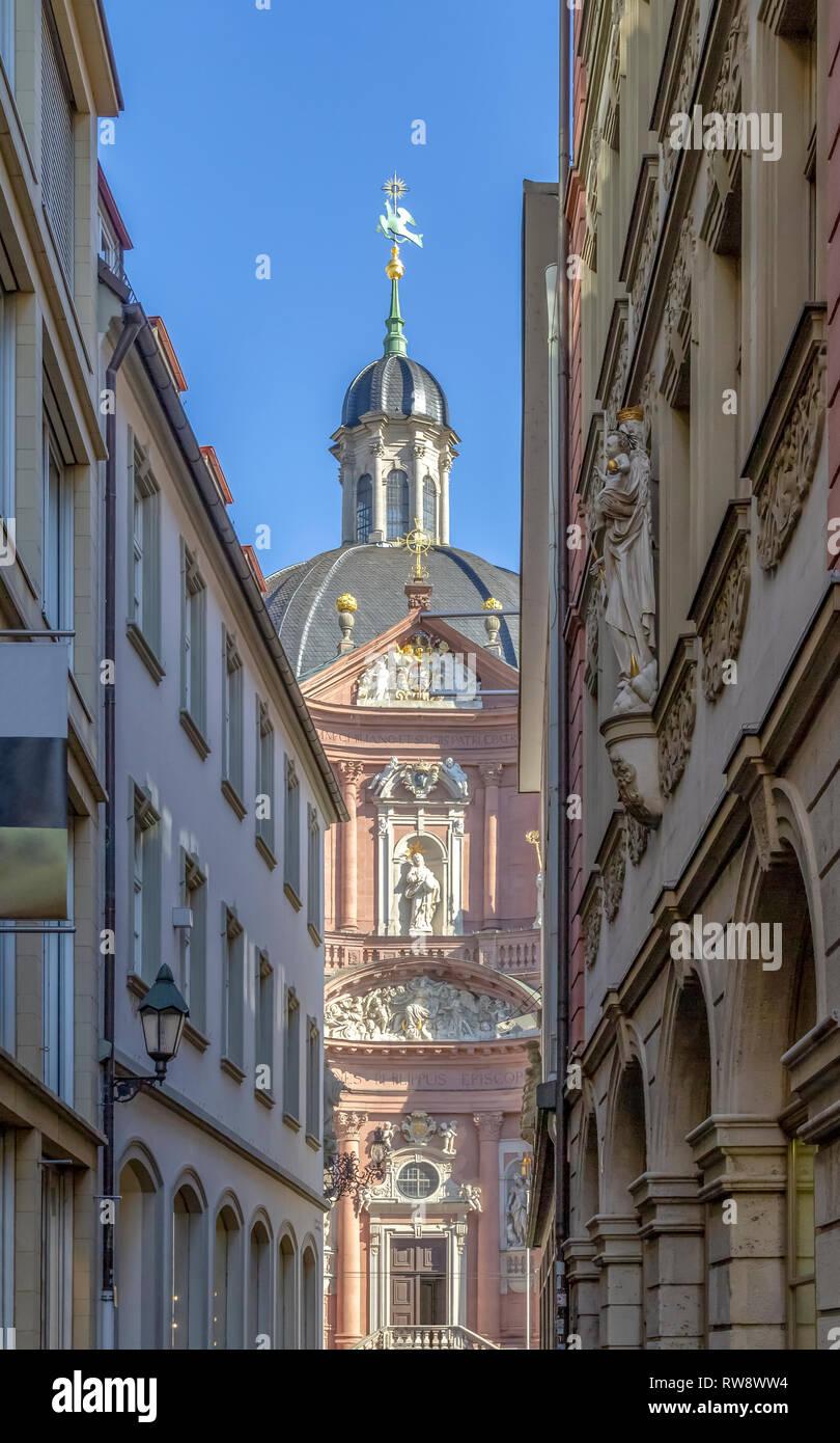 Architektonisches Detail an der Stiftskirche Neumünster in Würzburg, eine fränkische Stadt in Bayern Stockbild