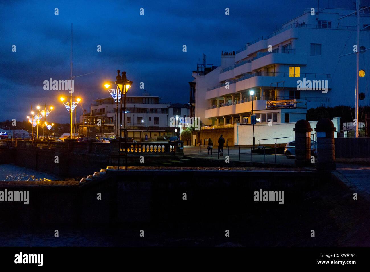 Teuer, Waterfront, Immobilien, Grundstücke, Appartements, Wohnungen, direkt am Meer, Meerblick, Ansichten, Haus, Häuser, modern, neu, Bauen, Investitionen, Gelegenheit, Cowes Stockbild