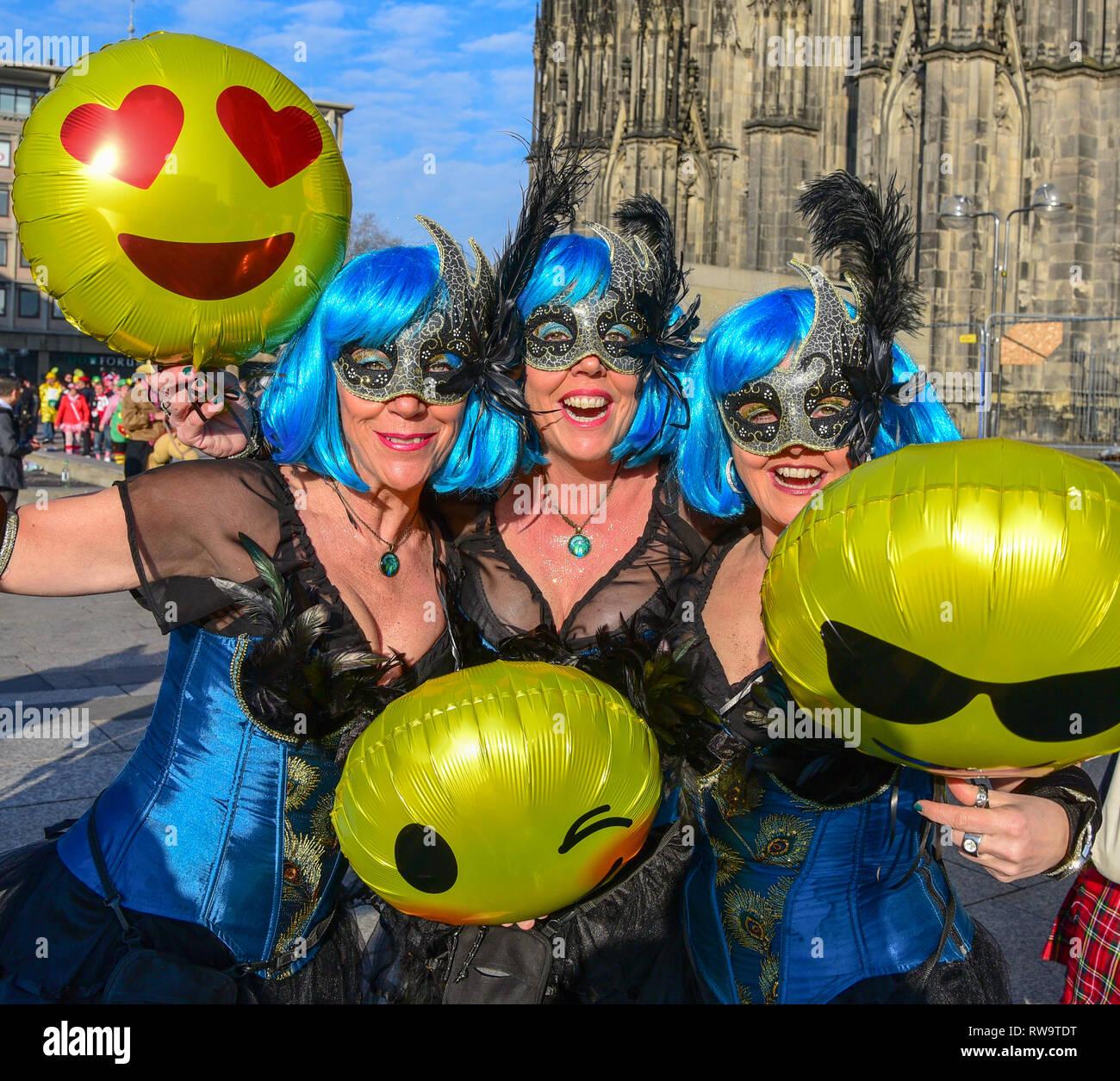 Jecken feiern Karneval in Köln Stockbild
