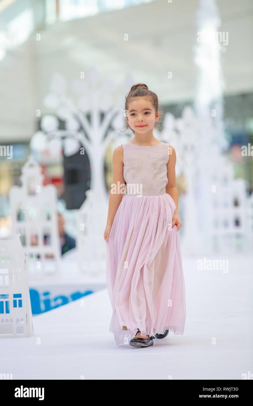 Kiew, Ukraine März 17.17. UKFW. Ukrainische Kids Fashion Tag