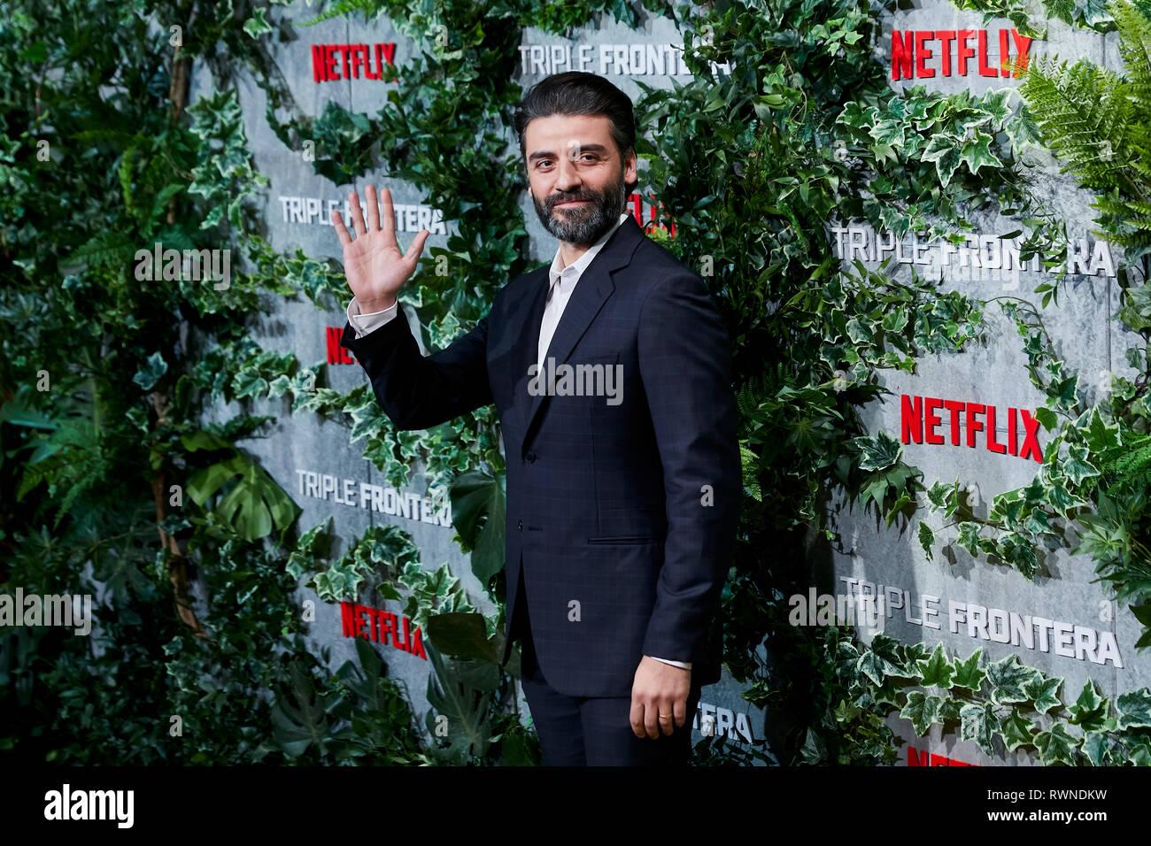 Oscar Isaac besucht die Triple Frontera Premiere Callao City Lights in Madrid. Stockbild
