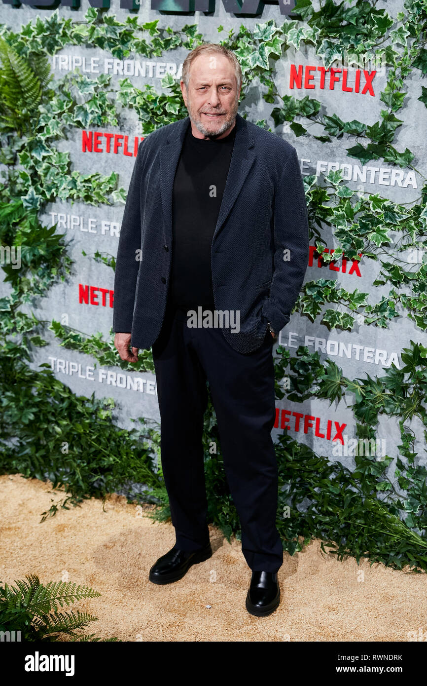 Charles Roven besucht die Triple Frontera Premiere Callao City Lights in Madrid. Stockbild