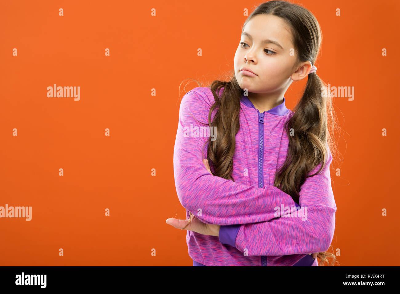 Super Zuversichtlich Kind Mädchen Lange Lockige Haare