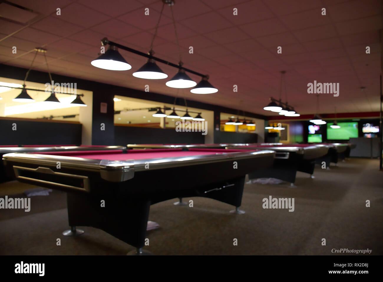 abbildung leere pool hall mit rotem filz stockbild