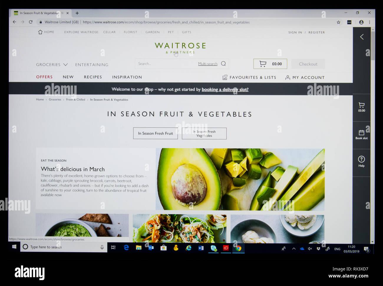 """Waitrose online shop Screenshot' in der Saison Obst und Gemüse"""" Stockbild"""