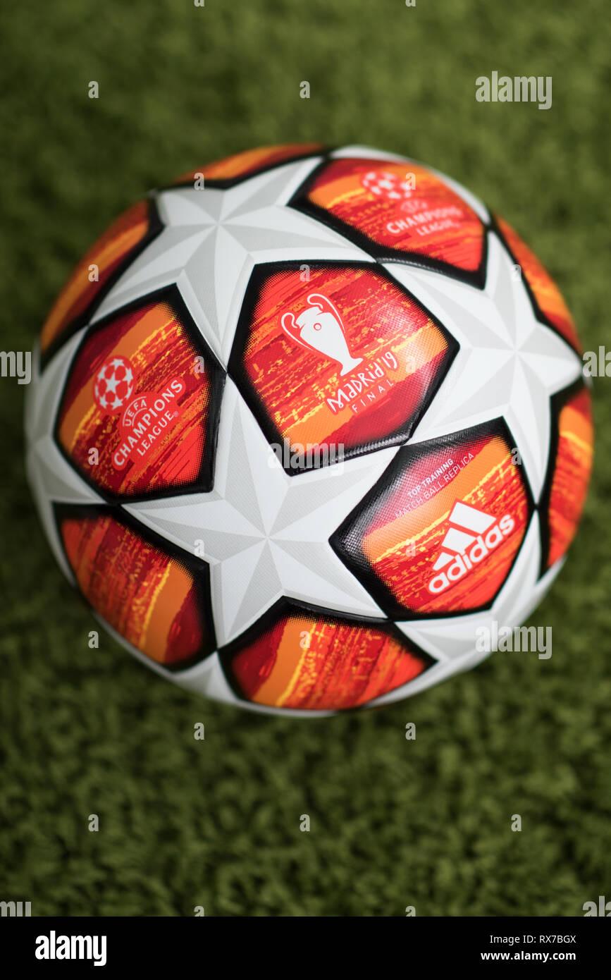 Nahaufnahme Von Adidas Uefa Champions League Fussball Madrid