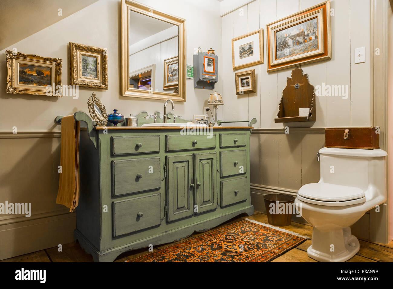 Grün und Grau antiken Holzmöbeln Waschbecken Schrank und ...
