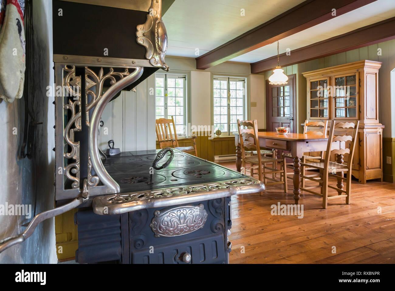 Belanger Petit Royal 1940 antiken Holzofen in der Küche mit ...