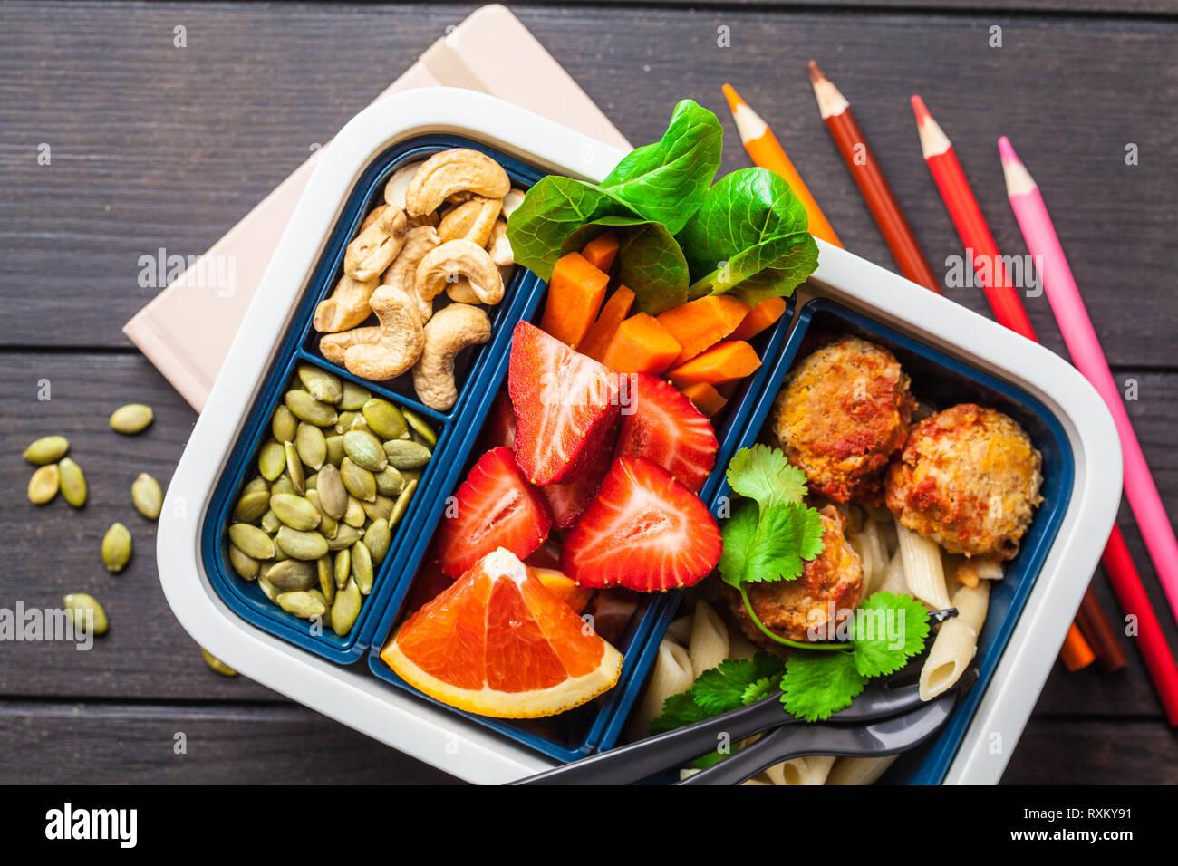 7c6eff923c0f0 Lunchbox für die Schule. Gesunde Mahlzeit prep Container mit Bohnen  Frikadellen