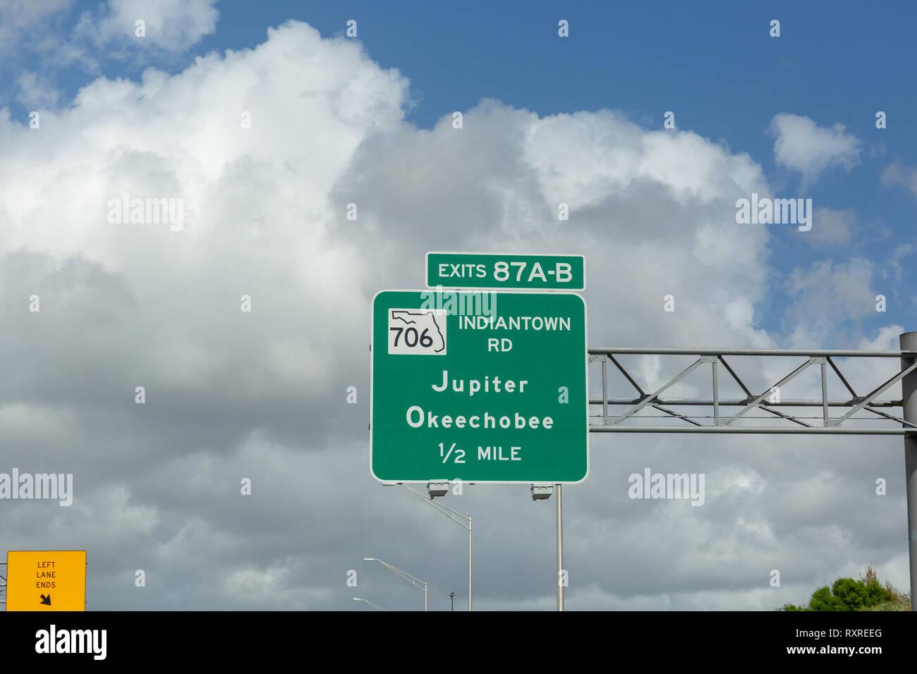 Ausfahrten 97 A-B706 Indiantown Road, Jupiter, Okeechobee Stockfoto