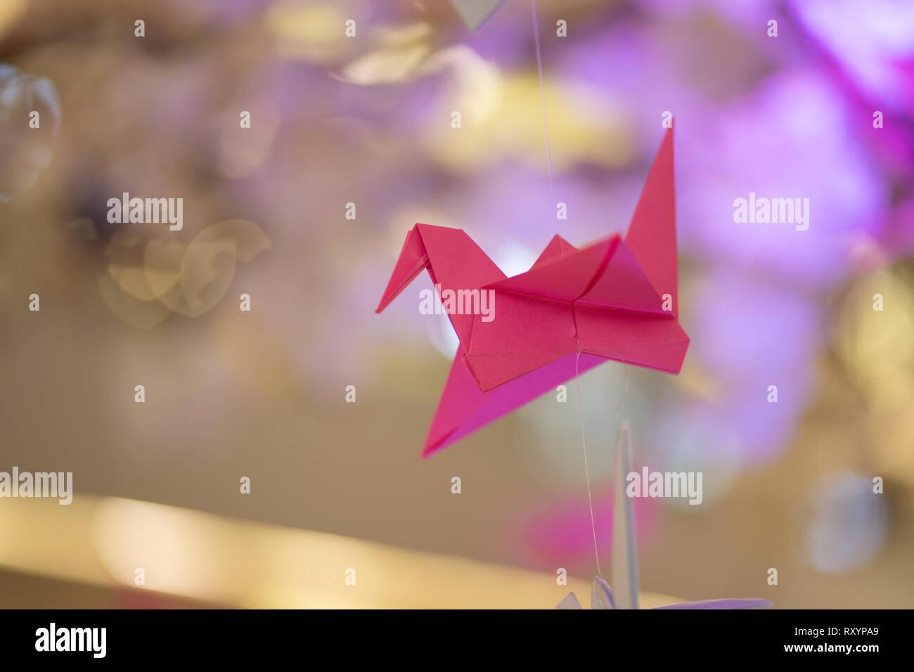 Ein Origami Papier Kran auf Anzeige an eine japanische Sakura Festival, Cebu City, Philippinen Stockbild