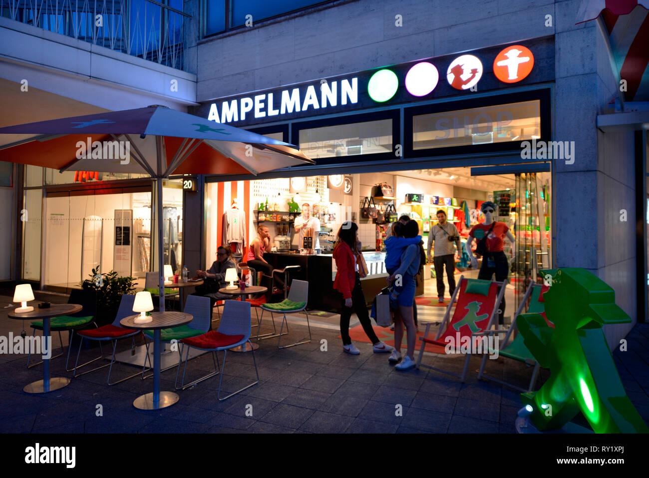 Ampelmann, Neues Kranzlereck, Kurfürstendamm, Charlottenburg, Berlin, Deutschland Stockfoto