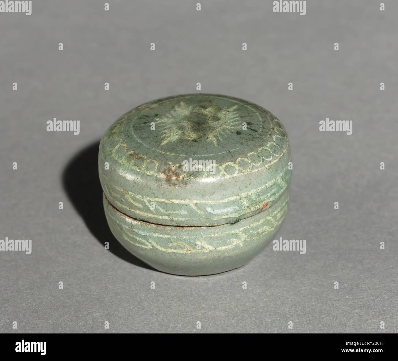 Box und Cover mit eingelegten Kran Design, 1200. Korea, Goryeo-zeit (936-1392). Celadon; Durchmesser: 3,7 cm (1 7/16 in.); insgesamt: 2,6 cm (1 in. Stockfoto